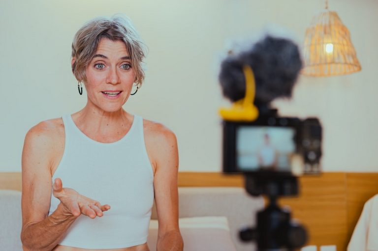 Smart Vlogging 101: Content Creation Guide
